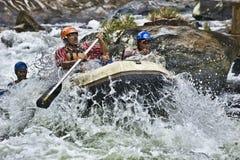 Weißes Wasser, das in Sri Lanka flößt Lizenzfreies Stockfoto