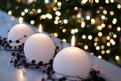 Weißes Weihnachtskerzen lizenzfreies stockfoto