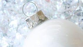 Weißes Weihnachtsverzierung lizenzfreie stockfotos