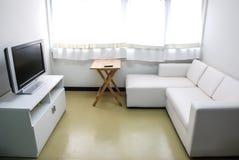 Weißes Wohnzimmer Stockfotos