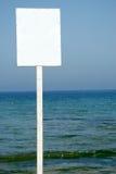 Weißes Zeichen auf dem Strand Lizenzfreie Stockfotos