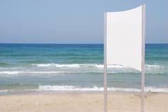 Weißes Zeichen auf dem Strand Lizenzfreie Stockbilder