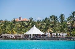 Weißes Zelt auf dem Strand Stockbilder