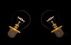 Weißglühende Glühlampe auf Schwarzem Lizenzfreies Stockbild