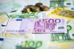 Weißhintergrund einiger Banknoten lizenzfreies stockfoto