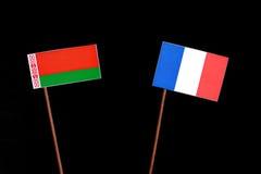 Weißrussland-Flagge mit der französischen Flagge lokalisiert auf Schwarzem Stockfotografie