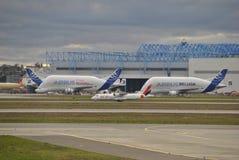 Weißwal-Airbus-Flugzeuge lizenzfreie stockfotografie