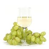 Weißwein und grüne Trauben Stockbilder