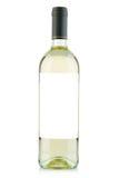 Weißweinflasche mit leerem Aufkleber auf Weiß Lizenzfreie Stockbilder