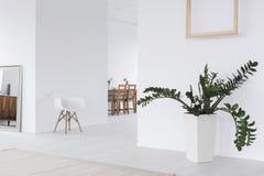 Weißwohnzimmer des modernen Designs lizenzfreies stockfoto
