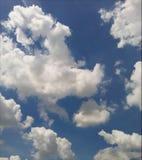 Weißwolke des blauen Himmels Lizenzfreie Stockbilder