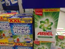 Weißer Riese i Ariel pralniany detergent Obraz Stock