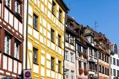Weißgerbergasse met helft-betimmerde huizen in Nuremberg royalty-vrije stock fotografie