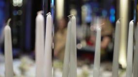 Wei?e Kerzen an der Partei stock video