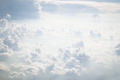 Wei?e Wolken lizenzfreie stockfotos