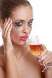 Weibliche alkoholische Abhängigkeit stockfoto