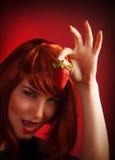 Weibliche anhaltene Erdbeere Lizenzfreies Stockfoto