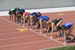 Weibliche Athleten bereit zu laufen Stockfotografie