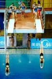 Weibliche Athleten während der Wettbewerbe Stockfotos