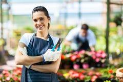 Weibliche Baumschulenarbeitskraft Lizenzfreies Stockfoto