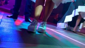 Weibliche Beine tanzen stock video