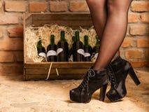wein fsser und flaschen im keller stockfotos 172 wein fsser und flaschen im keller stockbilder. Black Bedroom Furniture Sets. Home Design Ideas