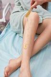 Weibliche Beine, zuckernd Stockbilder