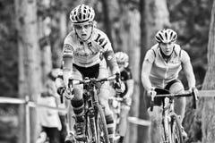 Weibliche Cycloross Rennläufer in einem Ereignis Lizenzfreies Stockbild