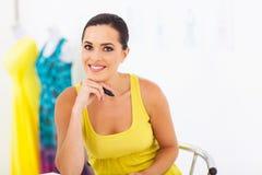 Weibliche Damenschneiderin stockbild