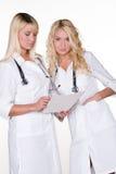 Weibliche Doktoren in der Uniform Lizenzfreie Stockfotos