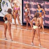 Weibliche Eignungsmodelle zeigen ihre beste Rückseite Stockbild