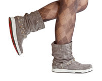 Weibliche Fahrwerkbeine im Pantyhose und in den Schuhen Stockfoto