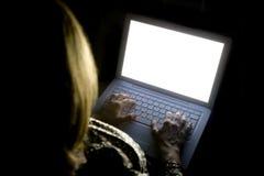 Weibliche Frau auf Laptop 01 Stockfotos