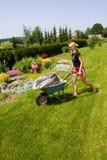 Weibliche Gartenarbeit Stockfoto