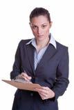 Weibliche Geschäftsfrau, die eine Übersicht durchführt Lizenzfreies Stockfoto