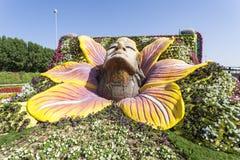Weibliche Gesichtsskulptur am Wunder-Garten in Dubai Lizenzfreie Stockfotos