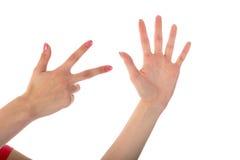 Weibliche Hände, die acht Finger lokalisiert auf Weiß zeigen Lizenzfreies Stockfoto