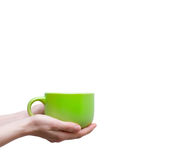 Weibliche Hände, die Tasse Kaffees oder Tee auf weißem Hintergrund halten Stockfotos