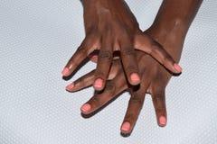 Weibliche Hände mit den Fingern auseinander verbreitet Stockfoto