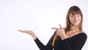 Weibliche Hand auf weißem Hintergrund stock footage