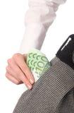 Weibliche Hand, die Banknoten heraus von der Tasche nimmt Stockbild