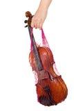 Weibliche Hand, die ein rotes Ineinander greifen mit der Violine anhält Stockfotos