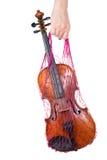 Weibliche Hand, die ein rotes Ineinander greifen mit der Violine anhält Lizenzfreie Stockbilder