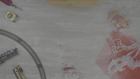 Weibliche Hand, die einen Burrito auf einem weißen Hintergrund hält Fajitas, Pittabrot, shawarma Frisches selbst gemachtes shawar stock footage