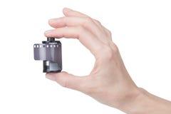 Weibliche Hand, die einen Film für die Kamera hält Lizenzfreies Stockbild