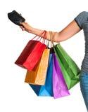 Weibliche Hand, die Einkaufstaschen und Geldbeutel hält Stockfotos