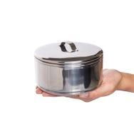 Weibliche Hand, die Lebensmittel-Behälter III hält Stockbild