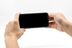 Weibliche Hand, die Mobiltelefon mit schwarzem Schirm hält Lizenzfreies Stockfoto