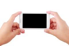 Weibliche Hand, die Smartphone lokalisiert auf Weiß hält Stockbild