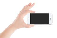 Weibliche Hand, die weißes intelligentes Telefon in der Landschaftsorientierung hält Lizenzfreies Stockfoto